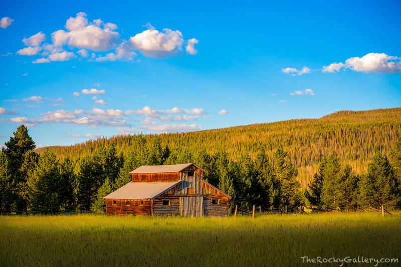Little Buckaroo Barn,Trail River Ridge,Kawuneeche Valley,Grand Lake,Trail Ridge Road,Colorado River,RMNP,Colorado,Rocky Mountain National Park,Landscape,Photography,August,Summer,hand of man, barn,wes