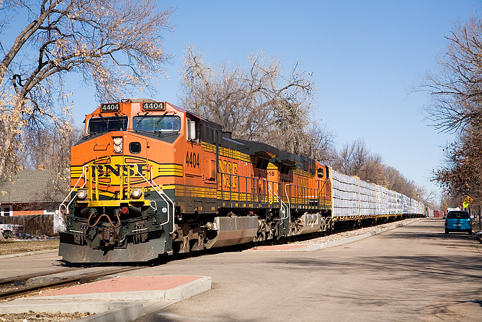 BNSF 4404 leade the Laurel, MT to Denver, CO manifest train south throug Longmont, CO. Thie portion of BNSF's Front Range Sub...