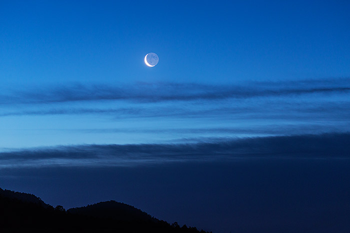 Horseshoe Park,Colorado,rmnp,Rocky Mountain National Park,Moonrise,Crescent,Blue,predawn,clouds, photo
