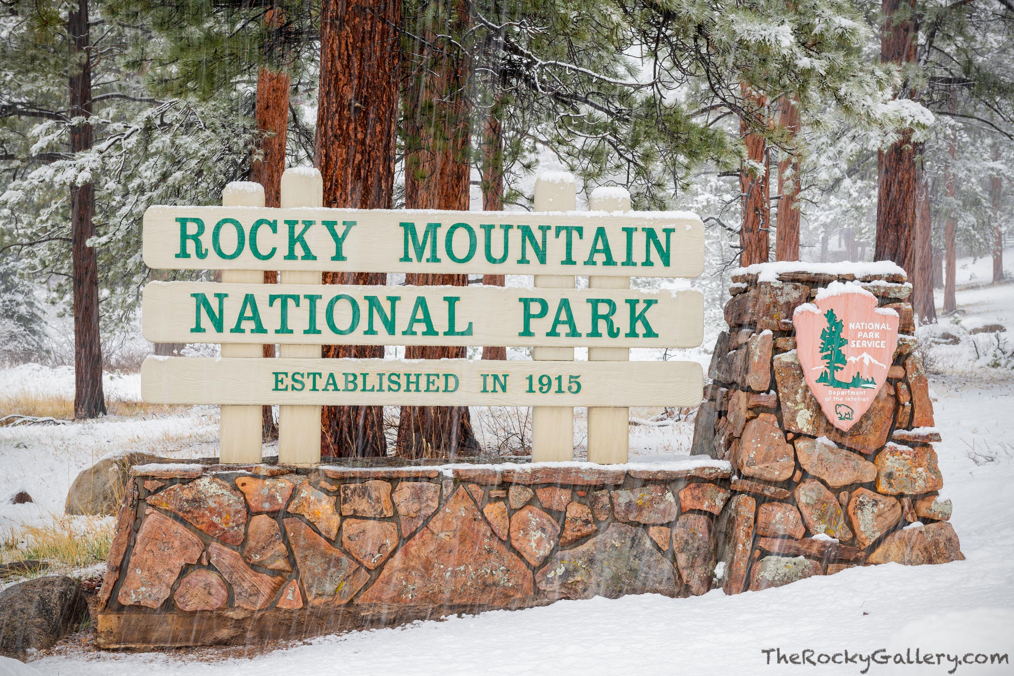 May,Spring,Snow,Fall River Road,Rocky Mountain National Park,Entry Sign,Estes Park,Fall River Entry,Colorado,RMNP,Entry Station,Snow,Ponderosa Pine,Mission 66,NPS,National Park Service, photo