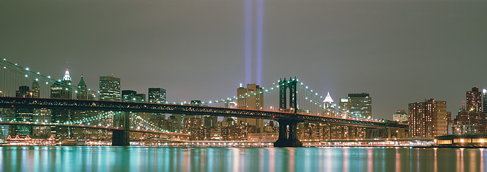 World Trade Centers, Brooklyn Brige, Tribute in light, New York City, East River, photo