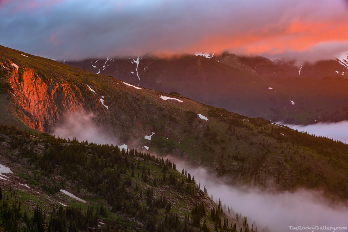 Hanging Valley,Ute Trail,Sundance Mountain,RMNP,Trail Ridge Road,Estes Park,Grand Lake,Colorado,Rocky Mountain National Park,Sunrise,Inversion,Foggy,Mummy Range,Landscape,Photograph, photo